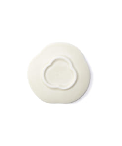 Teshioの白い豆皿裏面