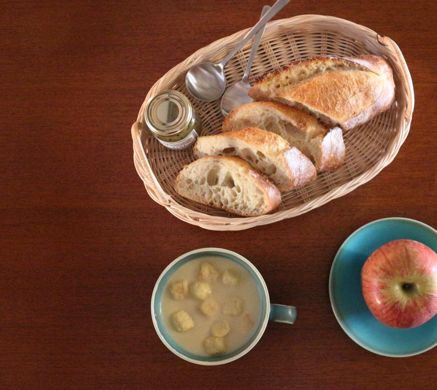 かごトレイと美濃焼の食器で朝食シーン