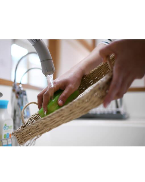 カンボジアの水洗いできるかごトレイ