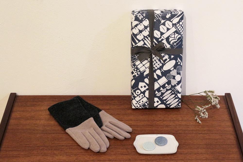 手袋とブローチのギフトセット