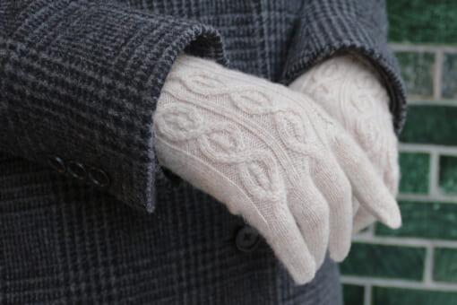 カシミヤ製ケーブルニットのレディース手袋