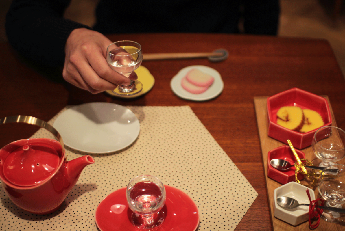 美濃焼の六角形の食器でお正月